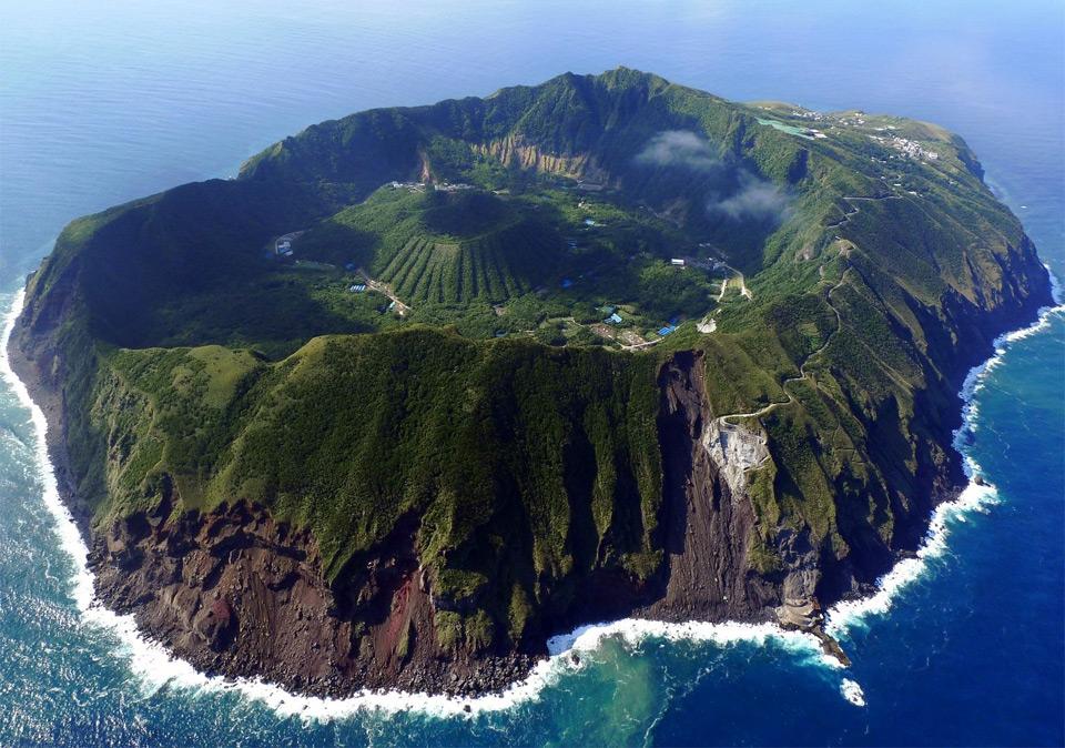 japan aogashima volcano