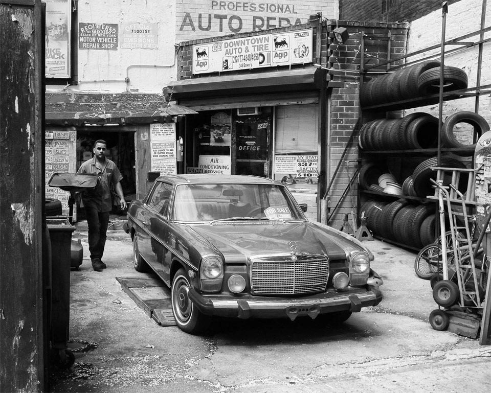 black and white auto repair