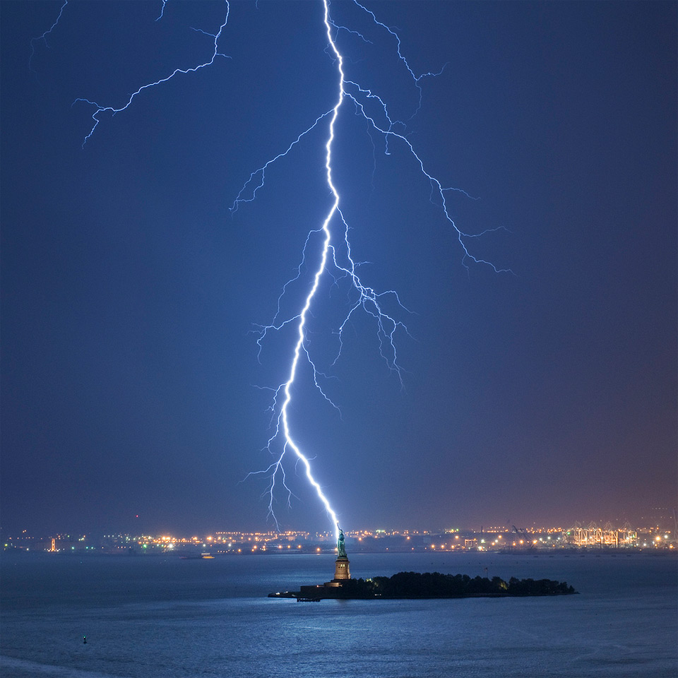 lighting strike new york