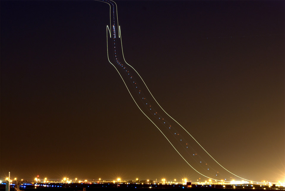 plane light trails 2