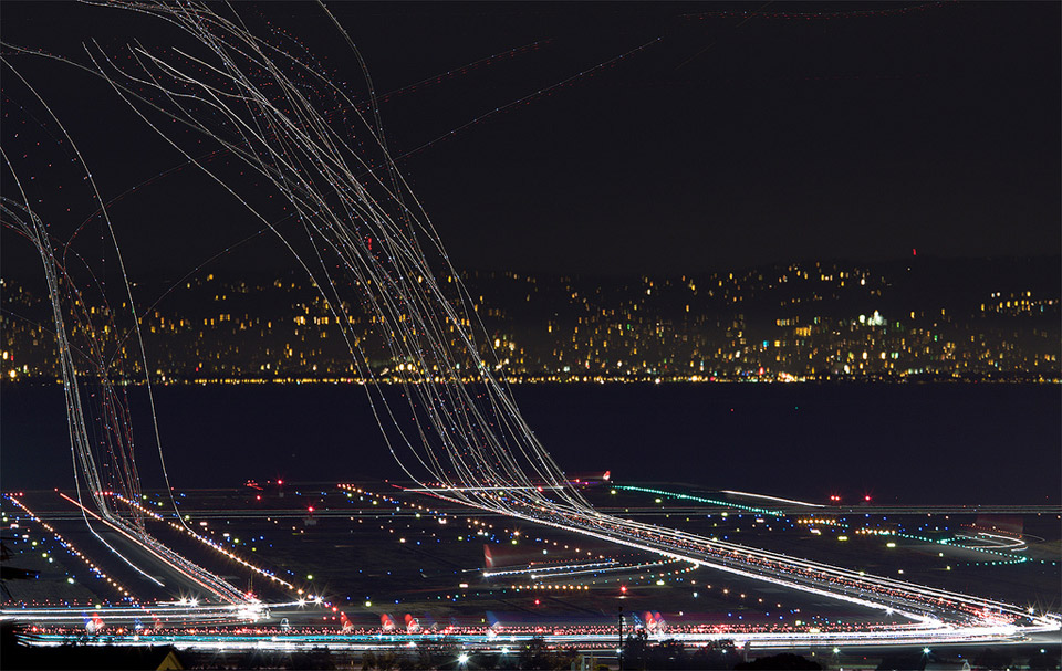 plane light trails