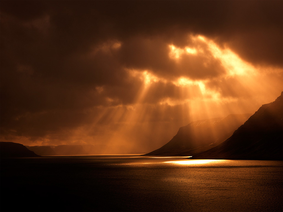 sunbeams northern iceland