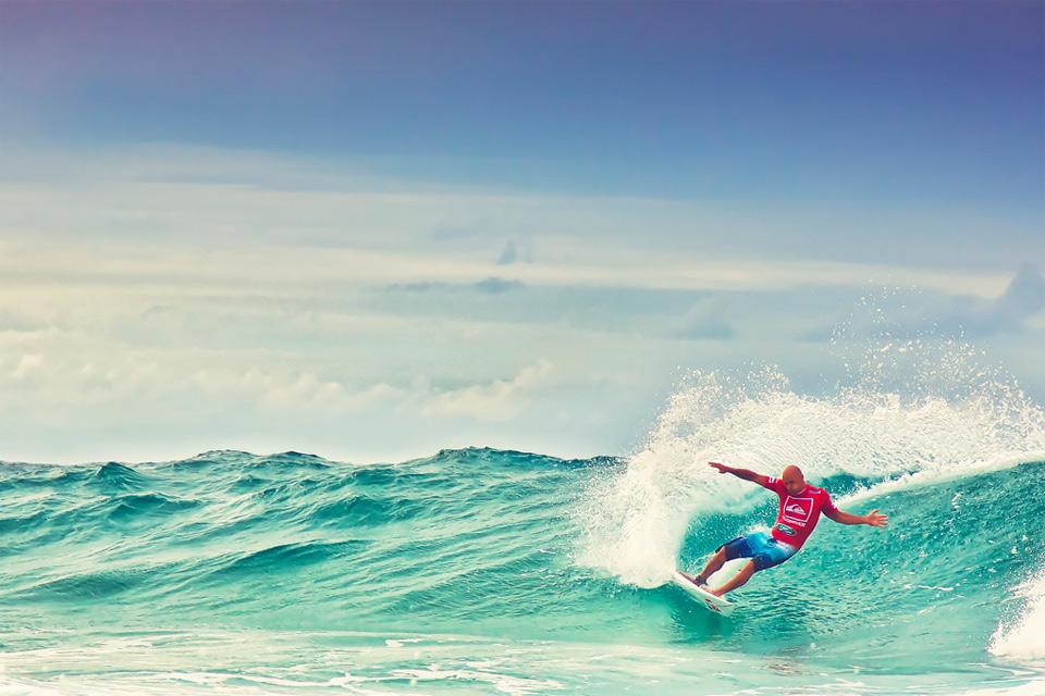 surfing qeensland australia