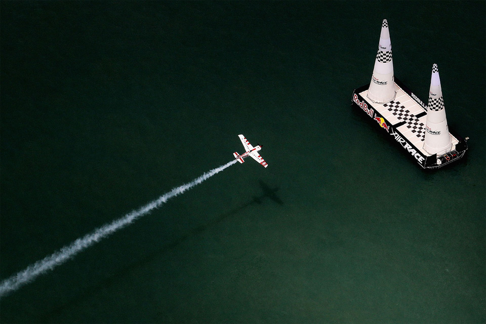 air race over detroit river