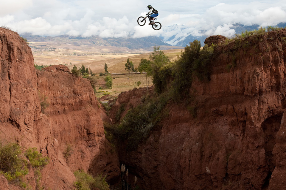 canyon jump in peru