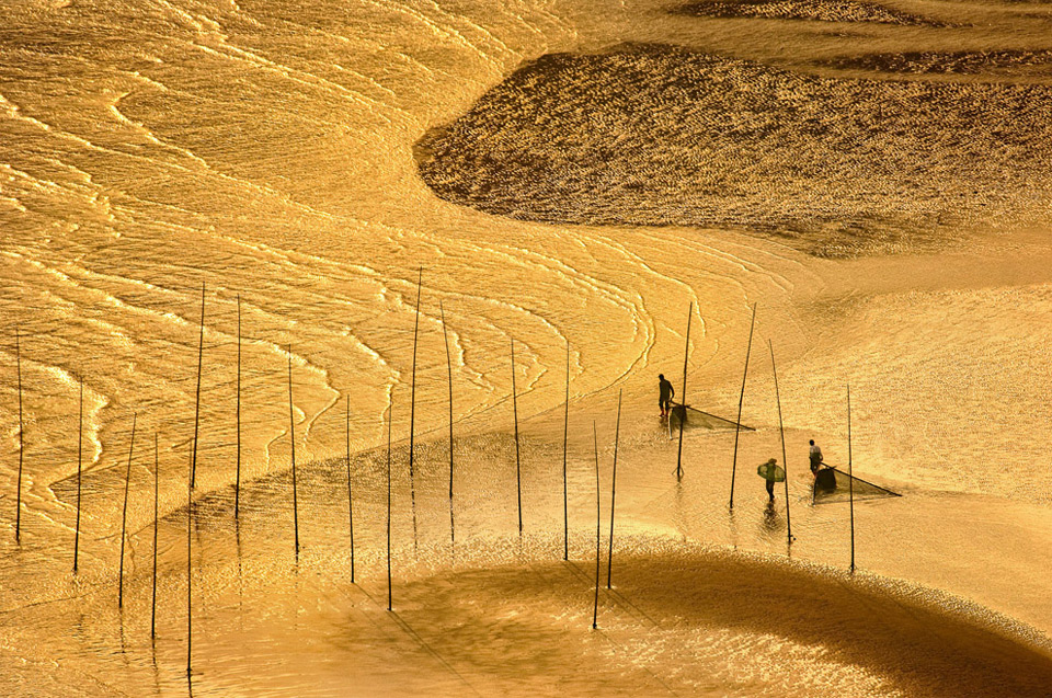 sunset clamming, china