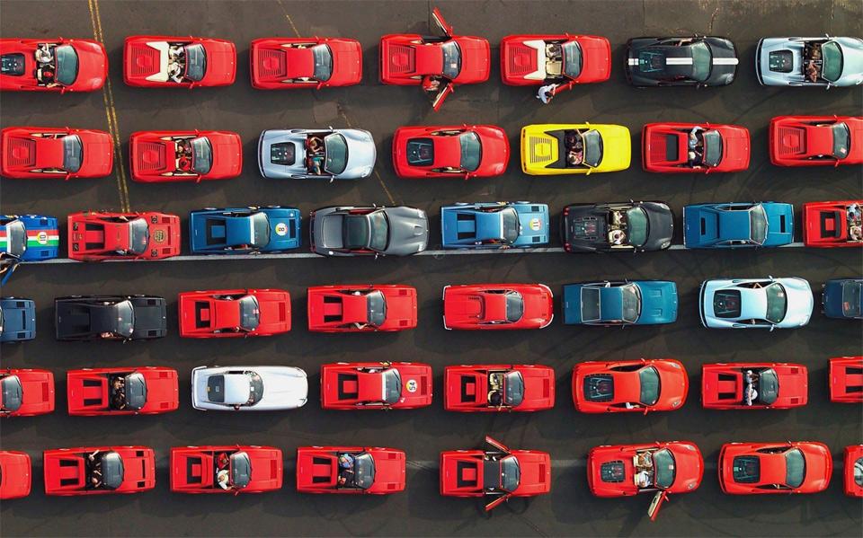 1000 ferrari cars at silverstone circuit race