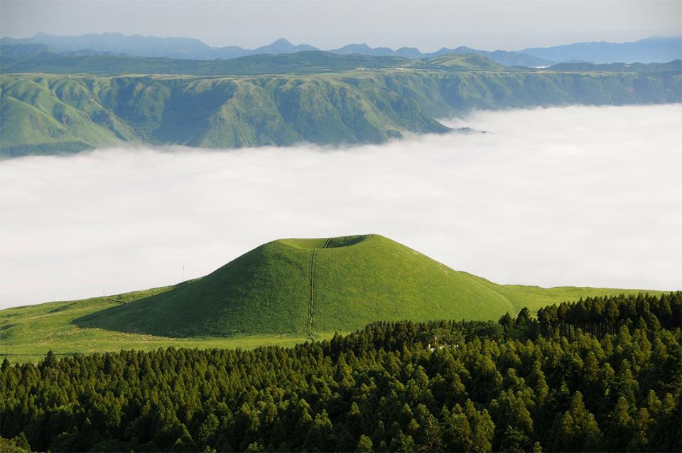 sea of clouds, kumamoto, japan