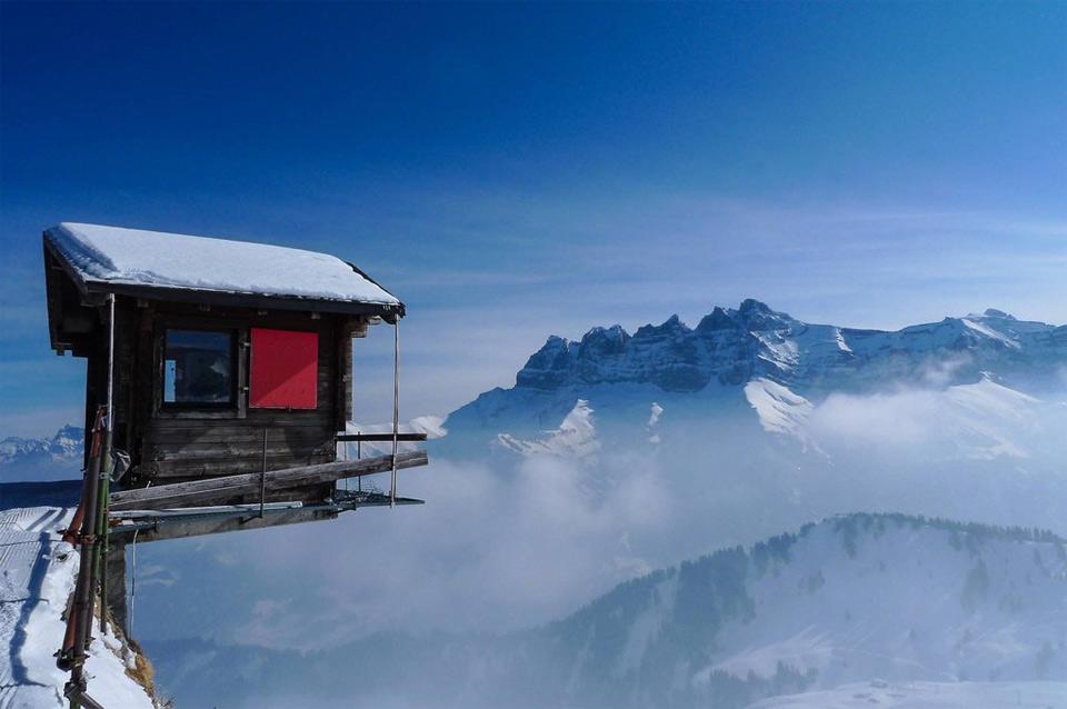 hut hanging over the edge, alpes, switzerland