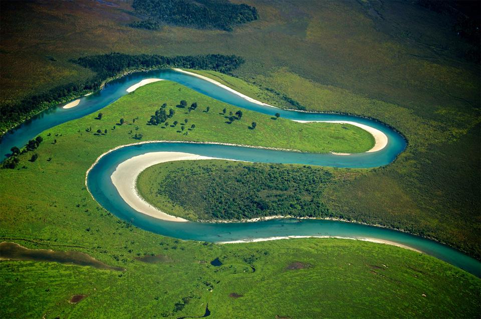 wanaka river, new zealand