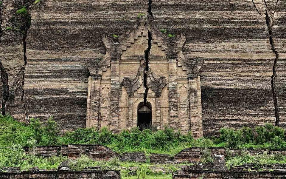 mingun pahtodawgyi ruins, mingun, myanmar