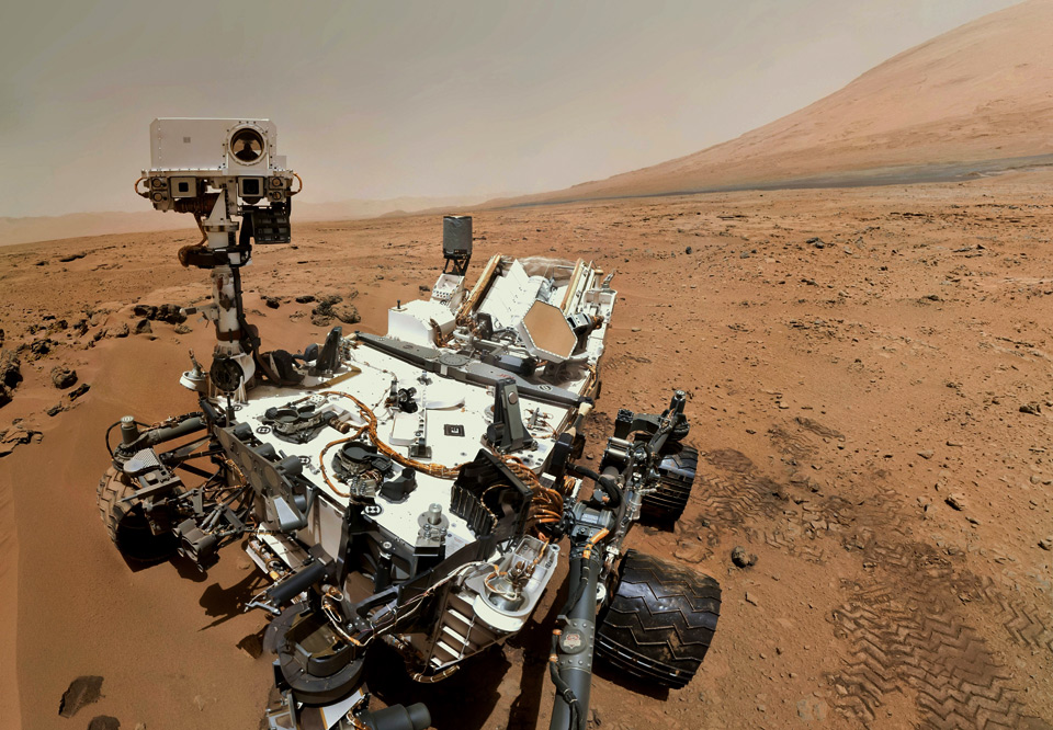 curiosity rover takes a selfie at planet mars