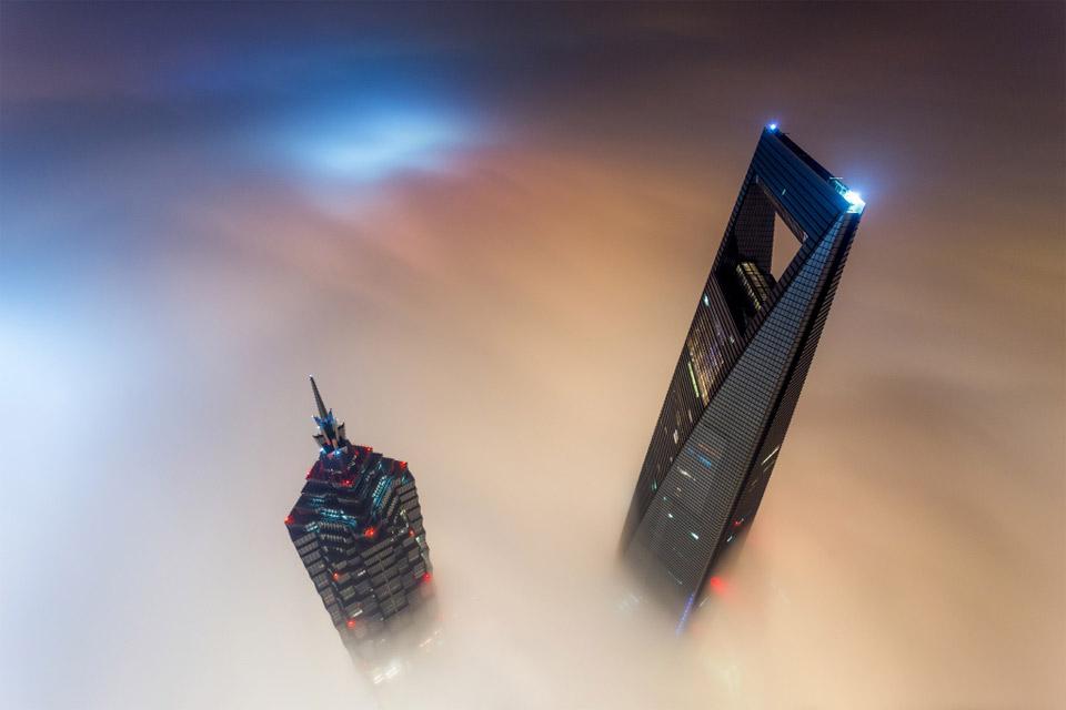 shanghai tower above fog