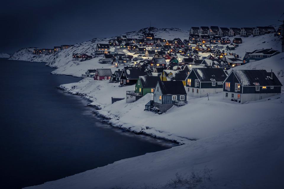 myggedalen village at night, greenland