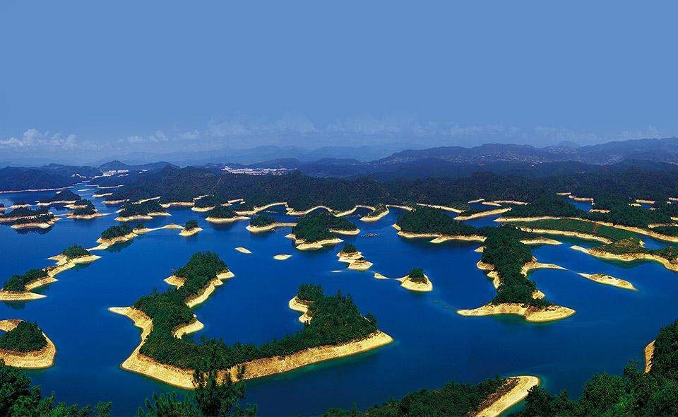 Thousand Islands Lake, China