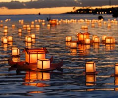 floating lantern ceremony, hawaii