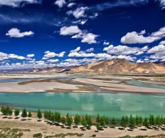 beautiful yarlung tsangpo river, tibet