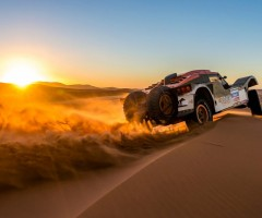 driving through desert, dakar rally