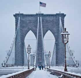brooklyn bridge under snow