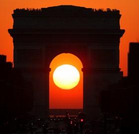 sunset in the middle of arc de triomphe, paris