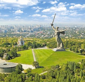 "amazing ""the motherland calls statue"", russia"