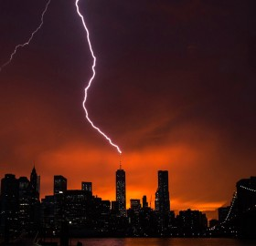 lightning strikes one world trade center, new york
