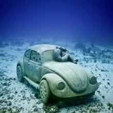 underwater car statue
