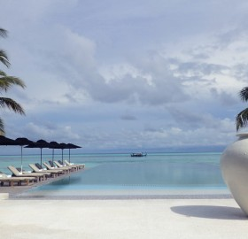 senses pool at lux maldives resort