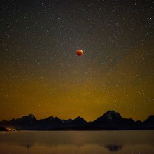 blood moon over jackon lake