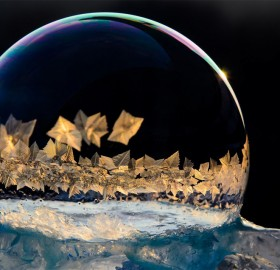 Ice Crystals Form on Frozen Bubbles