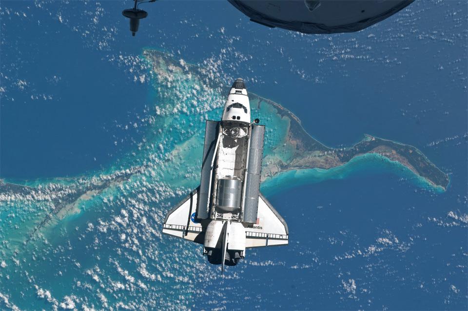 atlantis space shuttle orbiting earth
