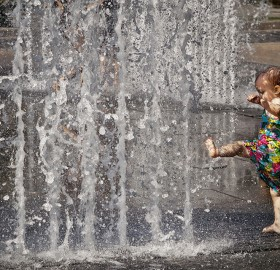 little girl and the fountain