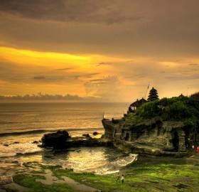 tanah lot, bali indonesia