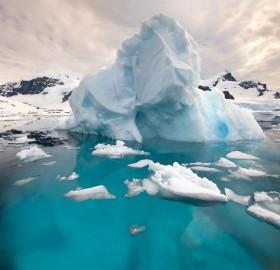 icebergs on the antarctic peninsula