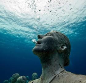 statue breathing underwater