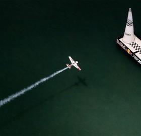 air race over detroit river