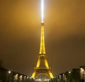 eiffel tower spot light