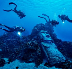 divers at easter island