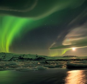 stunning northern lights in iceland