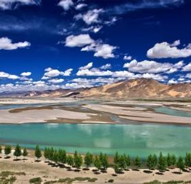 beautiful yarlung tsangpo river, tibet