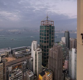 crazy russian guy rooftopping in hong kong