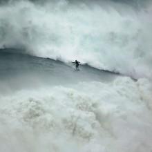 Riding Huge Wave, Portugal
