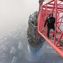 Fearless Climbing Shanghai Tower